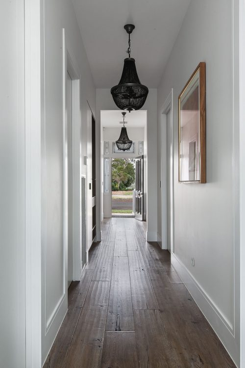 savvy-interiors-by-design-hallway-lighting