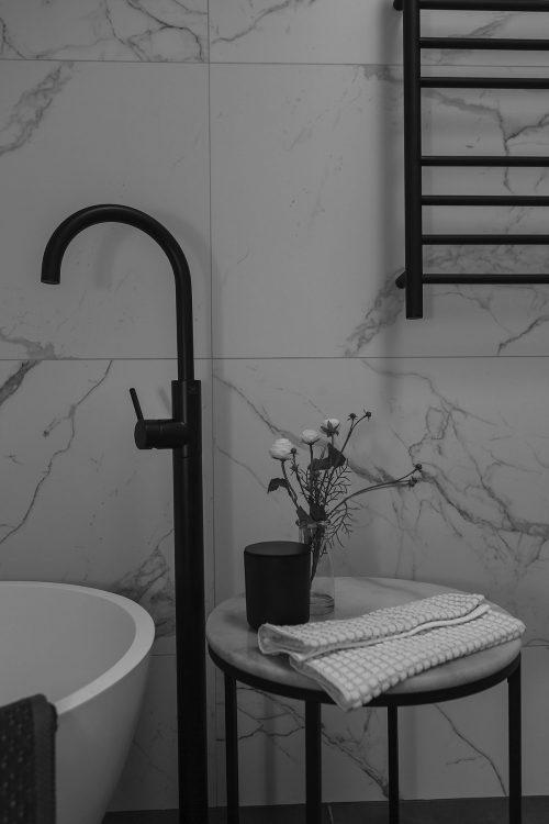 savvy-interiors-by-design-kitchen-bathroom-layout-bath-tap